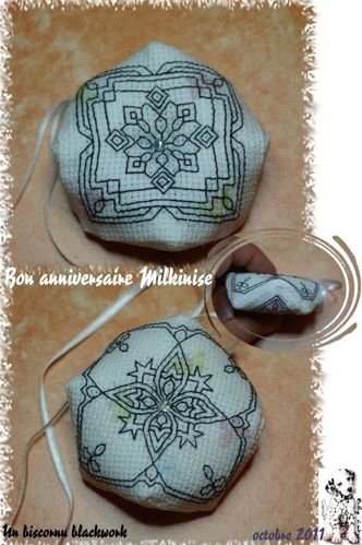 2011_milkinise-biscornu-blackwork.jpg