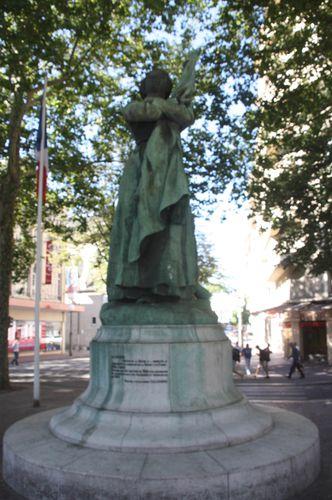 Chamb-ry-7855-Statue-de-la-Sasson.jpg