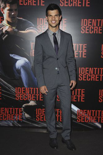 Taylor-Lautner-Secret-Identity-Paris-Premiere-I35u-copie-1.jpg