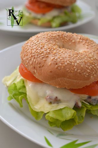 Hamburger-Bagel--1-.JPG