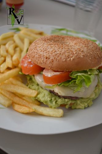 Hamburger-Bagel-a-la-Mexicaine--1-.JPG