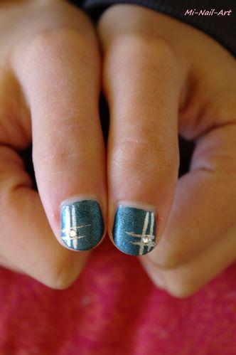 Bleu Suède et liner gris, ongles courts de Frangine 1
