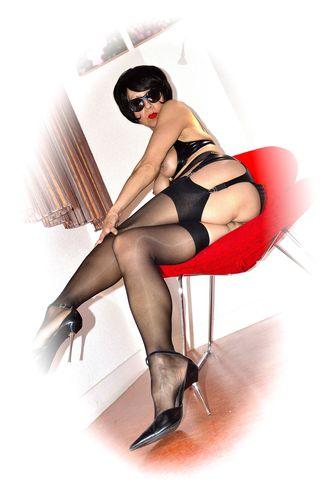 Dame-au-fauteuil-rouge 0018