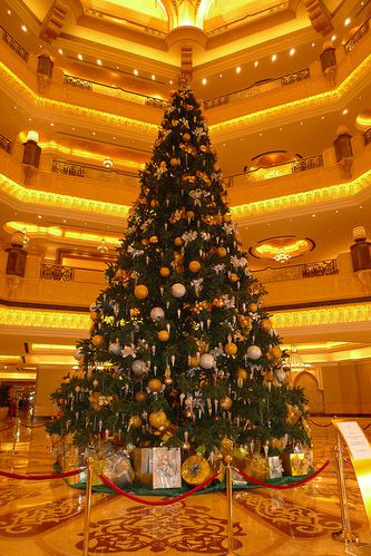 Christmas-tree-abou-dhabi.jpg