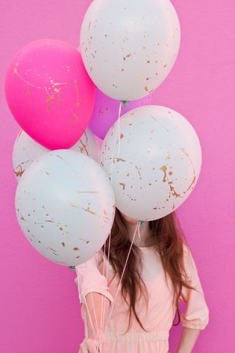 DIY-Gold-Splatter-Paint-Balloons.jpg