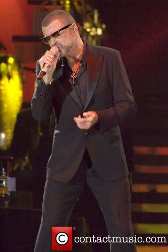 george-michael-performing-during-his-symphonica-tour_409506.jpg