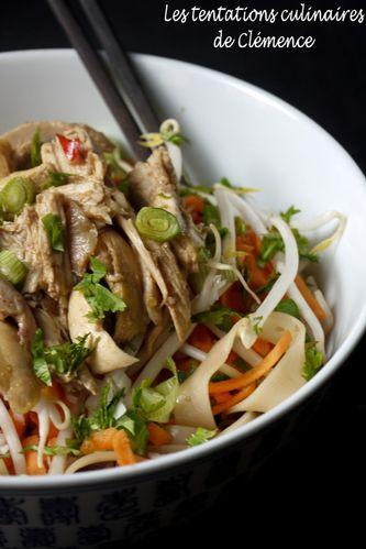 Salade de nouilles de riz à l'asiatique poulet, c-copie-1