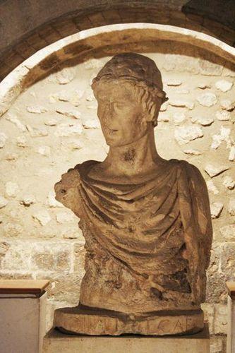 631k1 Barletta, buste de Frédéric II dans son château