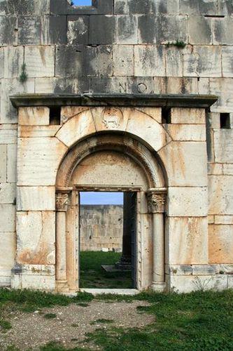 637c1 Venosa, basilique normande