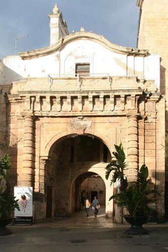 643a Polignano a Mare, arco Marchesale