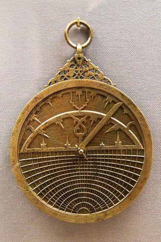 761c3 Astrolabe en cuivre (Syrie 1328-1329)