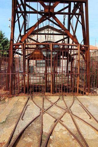 764g7 Machine de la mine d'argent de Lavrio au 20e siècle