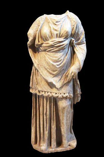 817j4 Baubo, musée de Dion