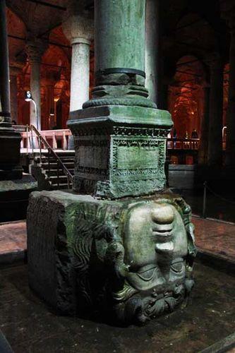 866j3 tête de Méduse, citerne d'Istanbul