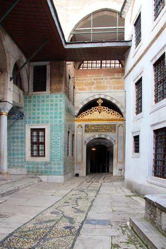 884d5 Cour des eunuques, Topkapi, entrée du harem