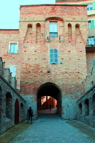 915c1 en ville à Recanati, la porte San Filippo
