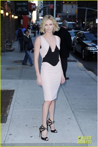 charlize-theron-letterman-03