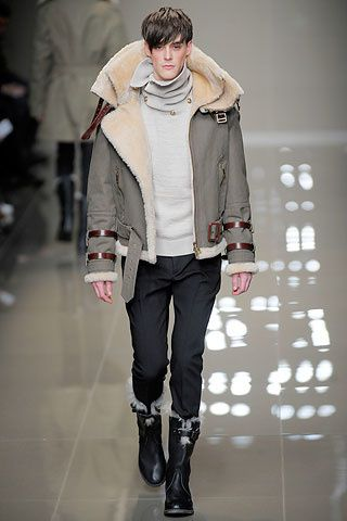 100117-defile-burberry-milan-2011-.aspx ss image 00110m