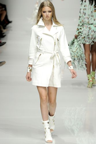 Trench-version-perfecto-blanc-Blumarine.jpg