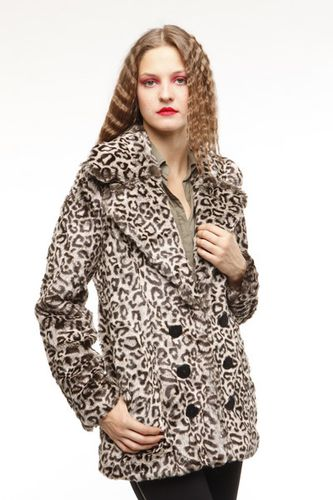 Manteau-fourrure-leopard-synthetique-Sarah-Wayne.jpg