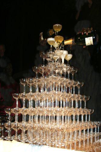 Bigest_champagne_tower.jpg