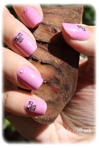 nail-art-noeud-rose-5.jpg