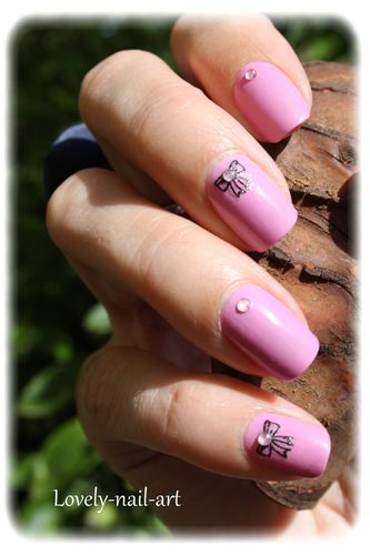 nail-art-noeud-rose-6.jpg