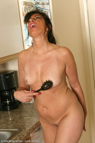 pretty-in-pink-housewife-tawny-11