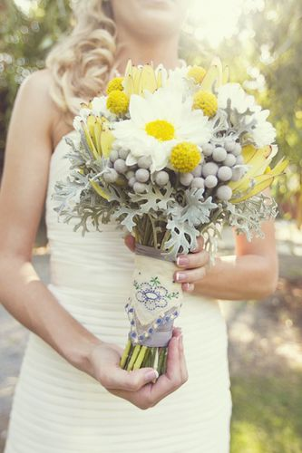 fall-real-wedding-white-ivory-bridal-bouquet__full.jpg