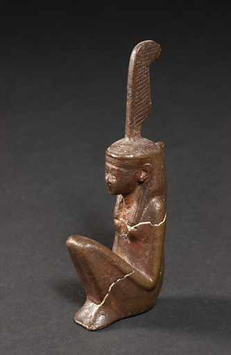 Maat---Louvre-E-4436---Salle-18-Vitrine-1--C.-Decamps-.jpg