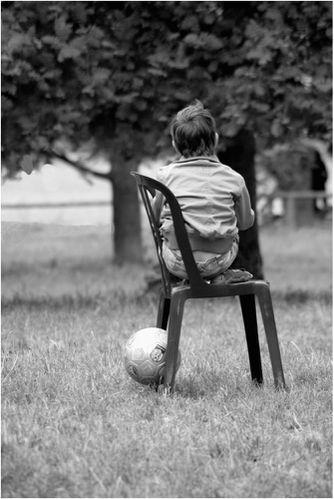 Lenfant-qui-joue-au-ballon-a26511452.jpg