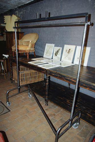 portant a v tements metallique le blog du marchand d 39 oublis. Black Bedroom Furniture Sets. Home Design Ideas