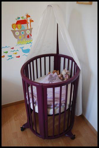 lit volutif sleepi de stokke le retour cerise sur le berceau. Black Bedroom Furniture Sets. Home Design Ideas