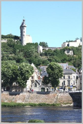 Chateau-prive-forteresse-Chinon 4336