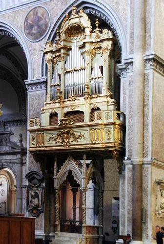 523d2 Naples, Duomo