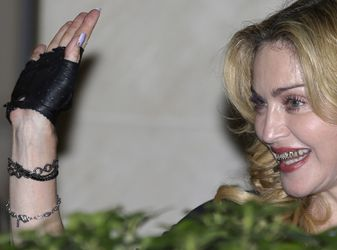 20130822-pictures-madonna-hard-candy-fitness-center-rome-14.jpg