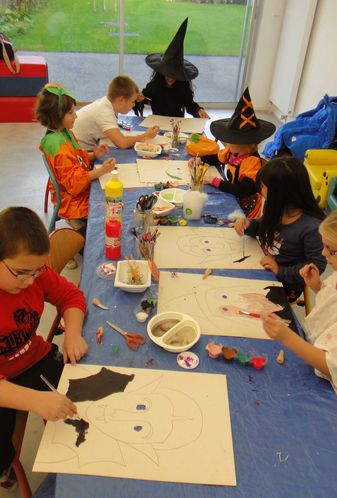 Atelier-Halloween-Peinture-Sedan-Flo Megardon 1