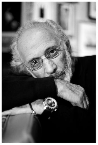 photographer-and-filmaker-jerry-schatzberg-in-his-apartment.jpg