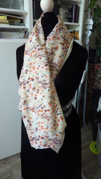 foulard-fleuri.JPG