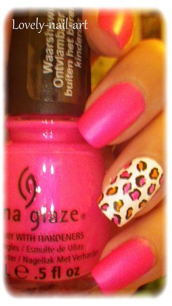 China-Glaze---pink-voltage--neon--1.jpg