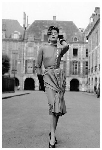 bettina-graziani-the-queen-of-paris-in-the-place-des-voges-