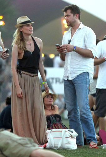 diane-kruger-in-neutral-maxi-skirt-at-coachella-2011.jpg