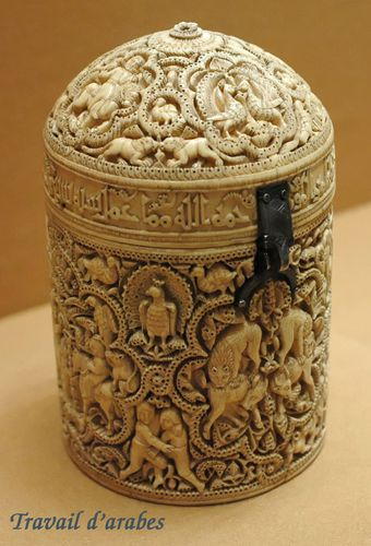 Pyxid Al Mughira - Arts de l'Islam Louvre