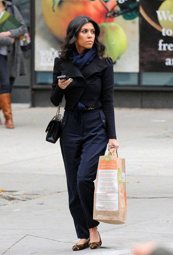 kourtney-kardashian-whole-foods-mason-music-class-102010-10