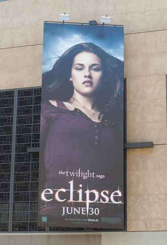 Twilight-Eclipse-Bella-billboard.jpg