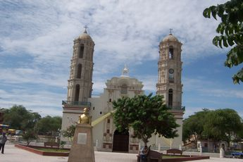 Catedral_de_Sechura.jpg