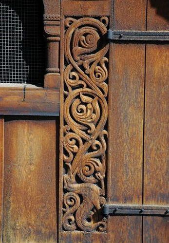 portail sculpté à Heddal