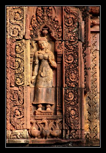 BanteaySrei Statue2