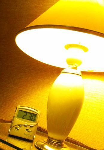 Lampe-et-reveil--ma-chambre-.jpg