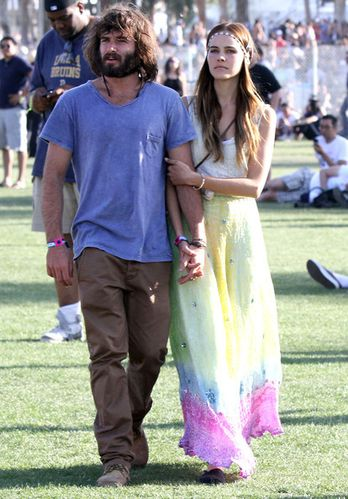 isabel-lucas-in-boho-chic-maxi-skirt-at-coachella-2011-musi.jpg